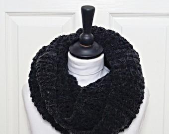 Black infinity scarf, knit infinity scarf, black loop scarf, knit circle scarf, Chunky knit scarf, black circle scarf, Winter scarf