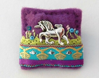 unicorn brooch - purple felt brooch - unicorn gift ideas - fantasy - unicorn jewellery - magical unicorn - horse jewellery - UK seller