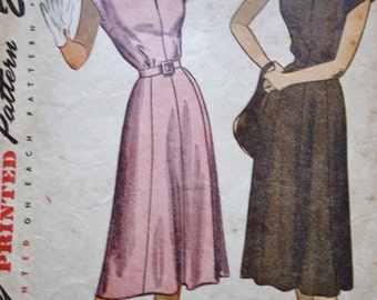 Vintage 40s Pattern, Simplicity 2095, 40s Dress Pattern, Button Tab Shoulders, Shaped Yoke, Flared Gored Skirt, Bust 34
