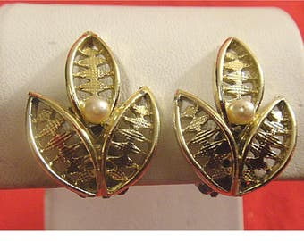 Vintage Gold Tone Clip-On Earrings ~ Triple Leaf with Pearl Accent (1402)