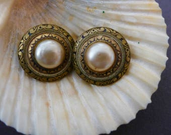 Vintage 1970s Clip On Earrings/ Gold-Tone Metal and Pearl Earrings