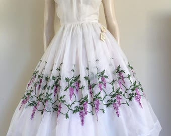 RESERVED Stunning NOS Vintage 50s Lilac Border Print Party Dress  / Full Skirt / Small Medium