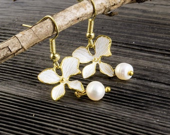 Delicate flower with freshwater pearl