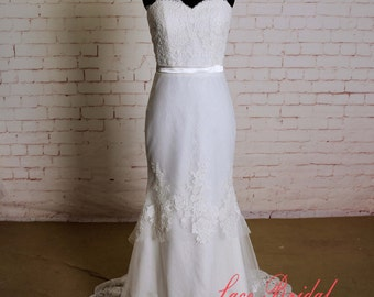 Speical Lace Design Wedding Dress with Sweetheart Neckline Layered Skirt Sheath Silhouette Bridal Gown with Thin Bottoming Lace