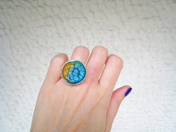 Yellow green blue resin ring, multicolor ring, psychedelic glass ring, ombré round ring, color block jewelry, tie dye boho chic jewelry