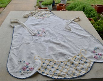 Antique Embroidered Apron, Girl Wearing Bonnet Design with Scallop Bottom, Tie Linen Apron, Shabby Chic