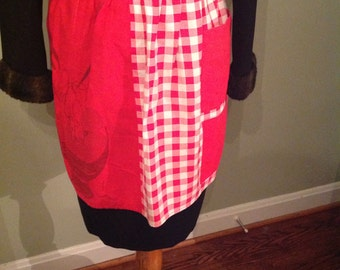 Adorable red and white gingham apron.....front pockets.....half style