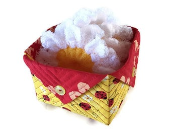 Daisy Dish Scrubbies/Large Quilted Fabric Box Gift Set, 3 Large Nylon Daisy Pot Scrubbers and 1 Ladybug Quilted Fabric Box,Housewarming