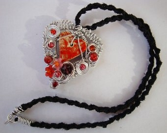 necklace,chain,with heart,heart pendant,amulett,leather strip,aluminium wire,beads,red heart,wire jewellery