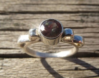 Oregan Sunstone Ring in Silver with Side Ribbons. Bicolor Sunstone Ring, Ponderosa Sunstone, unique handcrafted ring