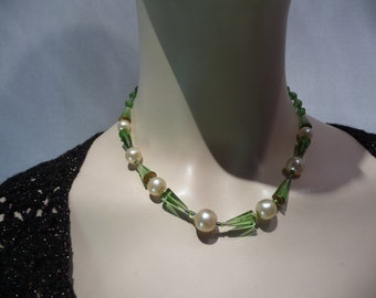 Necklace art deco. Year 30. Bead and green glass.