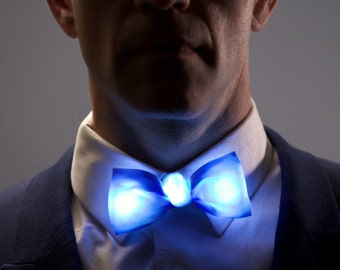 LED BOW-TIE - Solid Color Glowing Tie with rechargable battery in a seamless design
