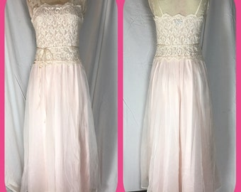 1960s La Femme De Vanity Fair Maxi Nightgown with Lace Bodice and Chiffon of Nylon Skirt - Size Small