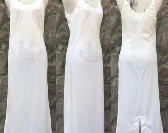 Vintage 70s-80s Long White Maxi Slip / 100% Nylon / Made in the USA / Women's Size 34 / Small to Medium