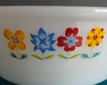 Vintage pyrex - phoenix pyrex bowl with floral design