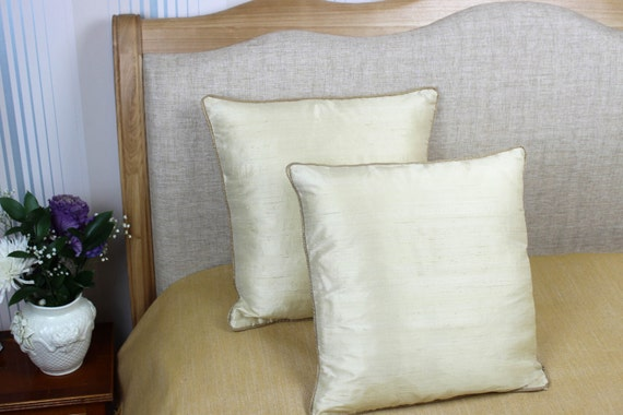 Decorative cream coloured 100% pure silk cushion / pillow cover 16 x 16 inch