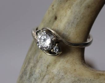 Vintage Delicate Sterling Silver Cubic Zirconia ring, size 8, estate jewelry, engagement ring, CZ ring, gifts for her, gifts for mom