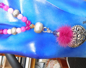 Heart chain: Think pink