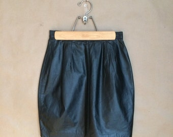 SALE! vintage 80's 1980's black leather mini skirt / Diamond Paris New York / retro minimalism