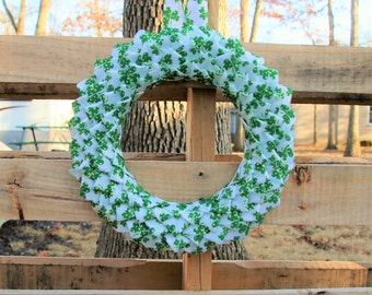 St Patricks Day Front Door Wreath, St Pattys Day Wreath, Green Clovers, White Door Wreath, Housewarming Gift, Irish Decoration, Gift for her