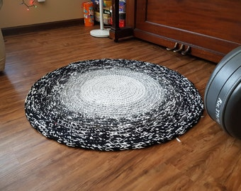 Black White Gray Round Area Rug from Recycled T-Shirts / Washable Rug / Large Bathroom Mat / Rag Rug / Play Rug