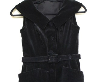 FLASH SALE 30% OFF ||| Fabulous Femme Fatale Black Velvet Dress || 1950s || X Small || Black Velvet Button Down Dress with Belt