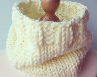 SUMMER SALE ! WAS 26.00 - Hand knit chunky cream ribbed edge cowl