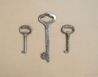 Vintage Skeleton  Keys Door\  Antique keys\ large key \ garner key
