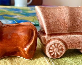 Covered Wagon and Yoked Oxen salt and pepper 1950s
