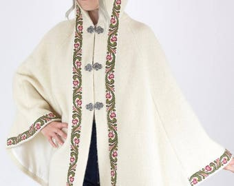 Awesome Vintage 70's Hooded Soft Cream Wool Embroidered Trim Snow Bunny Cape