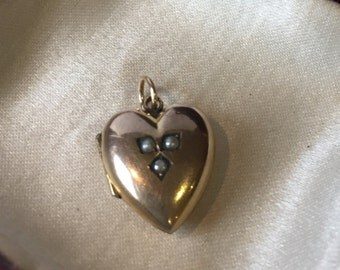Antique 9ct gold and pearl heart locket.