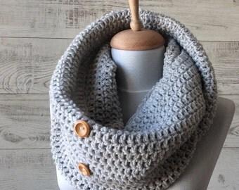 Chunky scarf, circle scarf, knit scarf, chunky knit scarf, neckwarmer, mens scarf, handknit scarf, chunky loop scarf, grey knit scarf