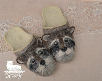 "Eco friendly handmade felted slippers with drawings of animals ""Raccoon"""
