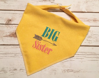 Big Sister Dog Bandana.  Sturdy linen look yellow neckwear with a rustic style and arrow.  Pregnancy announcements can include your pet.