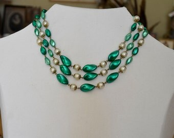 Fabulous 50's 3 strand 'pearl' Necklace