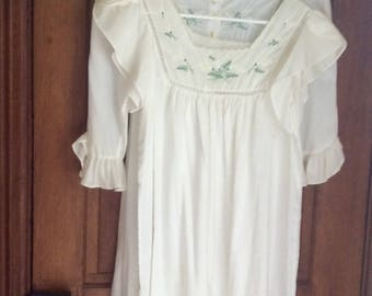 Vintage /Barbizon /2 piece night gown and robe set.