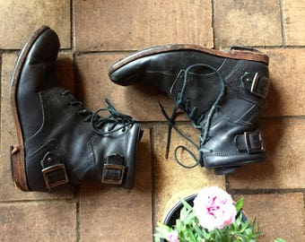 Vintage black leather lace up motorcycle boots//industrial punk grunge 90s ankle boots//Mens 7.5 Womens 9