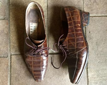 Vintage Brown alligator lace up dress shoes//witch shoes//womens tie shoes size7