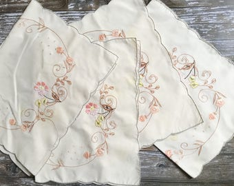 Mid Century Table Linens, Matching Placemats and Napkins, Vintage Napkins, Vintage Placemats with Embroidkered Flowers