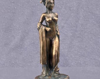 Erotic figure of a naked geisha, courtesan. Copper figur. Height 54mm, or 1/32 scale