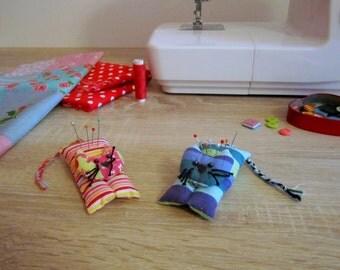 Pin cushion cat, stuffed cat charm, gift cat plushie, cute cat plushie, pin cushion handmade, sewing