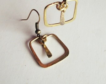Loops ethnic and geometric - brass - square - hammered-