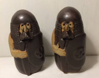 Pair of Ceramic Studio Pottery Figures - Norman Soldiers - History / Archaeology - Character Figurines