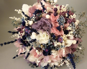 Wedding bouquets with lavender.