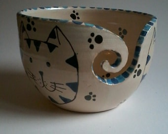 Blue cat yarn bowl, handmade pottery, yarn bowl, wool storage, ceramic yarn bowl, dancingharepottery, knitting and crochet, cats, yarn pot