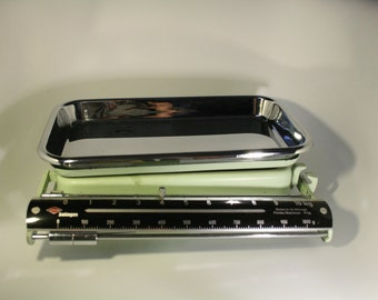 Vintage kitchen scale / Old kitchen scale