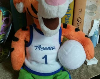 Disney's Tigger Plush Beanie From Walt Disney World Theme Park/Sport Tigger with Volleyball/8 Inch/Collectible Walt Disney World Souvenir