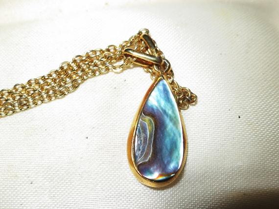 Beautiful vintage goldtone paua abalone pendant necklace