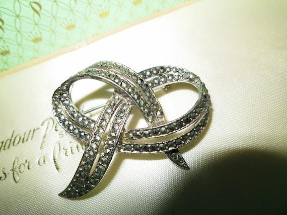 Beautiful vintage silver metal marcasite Deco brooch