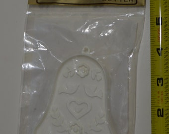 "Vintage HALLMARK WEDDING BELL Cookie Cutter | 1978 New in Package 3 5/8"" White Doves & Hearts"